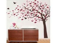 Árvore de outono ao vento